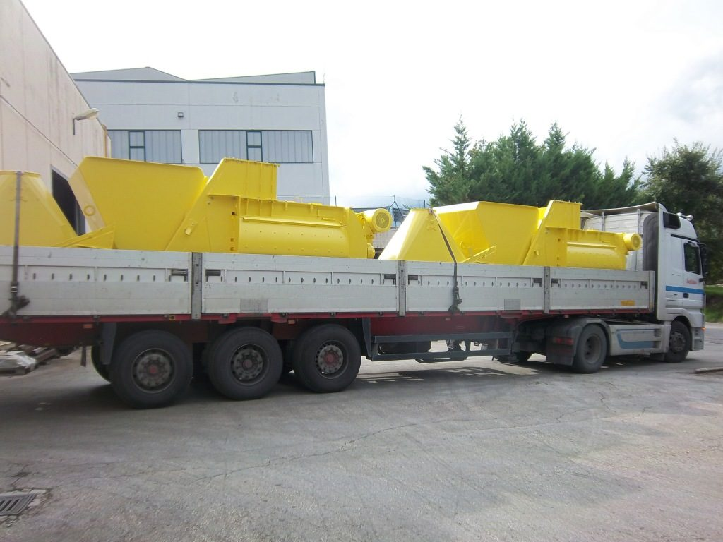 http://www.cm-concretemixers.it/wp-content/uploads/2016/07/2-x-MB2500-Skip-in-n.2-sections-1024x768.jpg